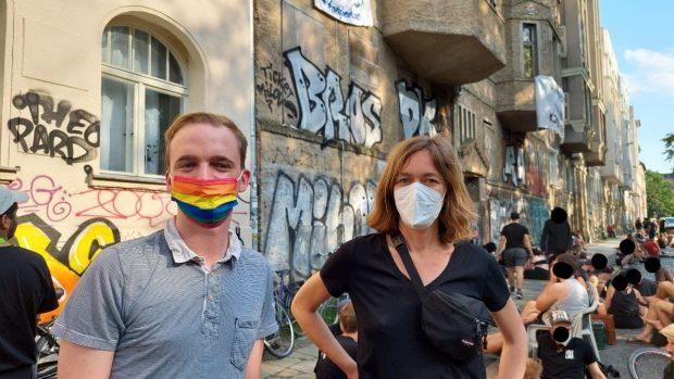 Die ersten Politikerinnen vor Ort. vlnr. Marco Böhme und Juliane Nagel( Linke, MdLs). Foto: LZ