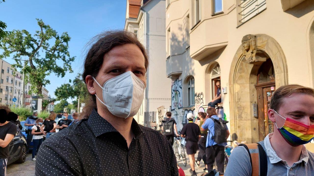 Stadtrat Jürgen Kasek (B90/Die Grünen) ist auch vor Ort. Foto: LZ