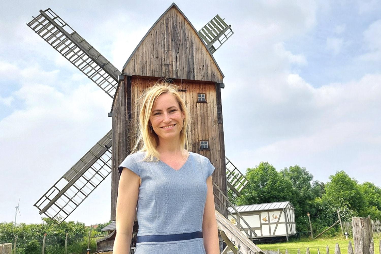 An einem ihrer Lieblingsorte: Nadine Stitterich ist die neue Bürgermeisterin in der Leipziger Nachbarstadt Markranstädt. Foto: LZ
