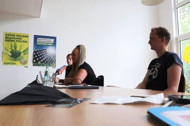 Die Pressekonferenz zur Datensammlung des Verfassungsschutzes. vlnr. Jürgen Kasek (Stadtrat, B90/Die Grünen), Irena Rudolph-Kokot (SPD) und Marco Böhme (Die Linke, MdL). Foto: LZ