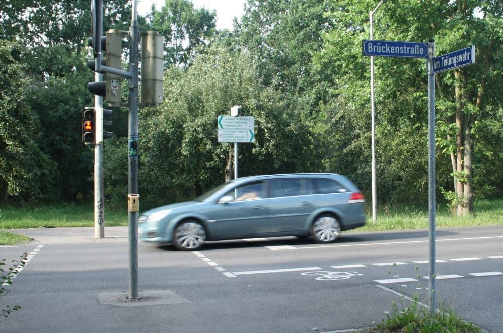 Eine Bedarfsampel - hier an der Brückenstraße. Foto: Ralf Julke