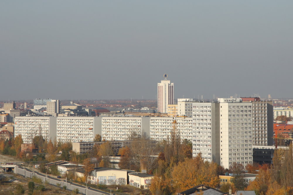 Blick zum künftigen Baugelände am Dösner Weg. Foto: Matthias Weidemann