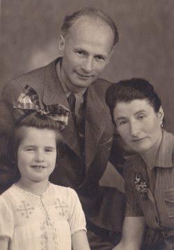 Walter und Hilda Leopold mit ihrer Tochter Anneliese Yosafat, die von Georg Jünemann und Josephine Hünerfeld gerettet wurden. Foto: Yad Vashem