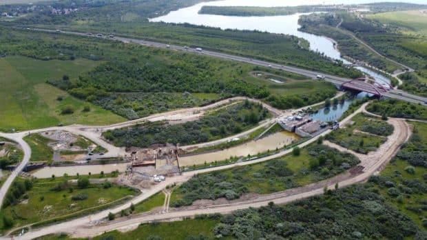 Der Störmthaler Kanal mit den beiden Sperrbauwerken., Foto: LMBV