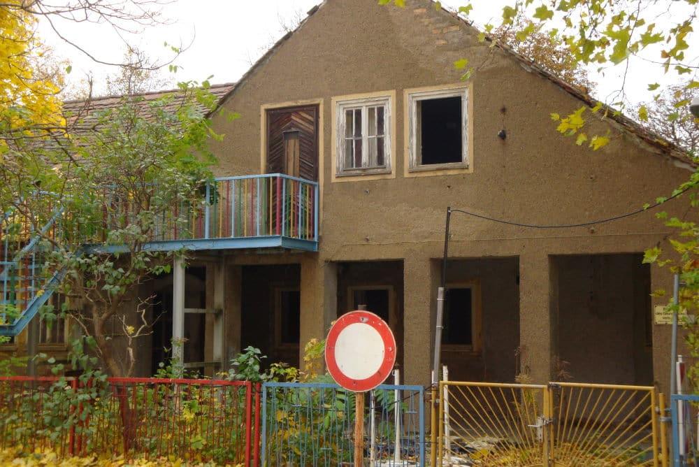 Die ehemalige Kita im Gelände hinter dem Volkshaus. Foto: Ralf Julke