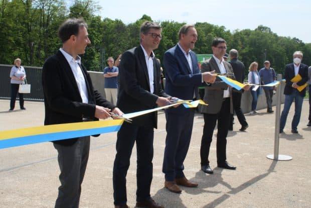 Brückenfreigabe mit Architekt Adrian Reutler, Amtsleiter Michael Jana, Oberbürgermeister Burhkhard Jung und Architekt Dr. Karlfried Daab (von links). Foto: Ralf Julke