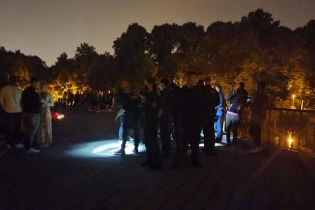 Polizeieinsatz auf der Sachsenbrücke am 26. / 27. Juni. Foto: LZ