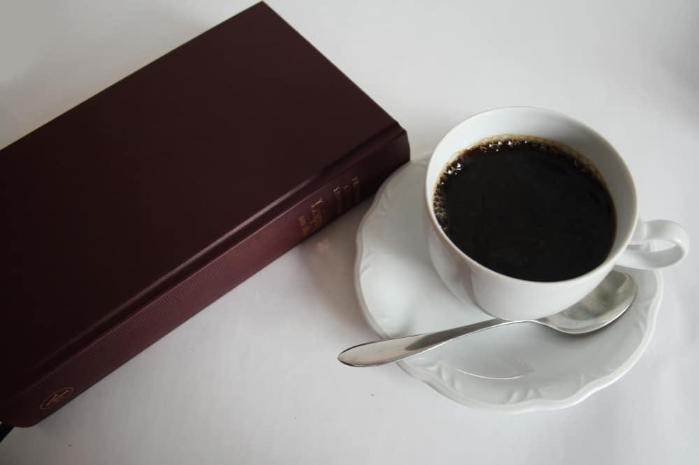 Einfach mal auf einen Kaffee in den nächsten Freisitz. Foto: Ralf Julke