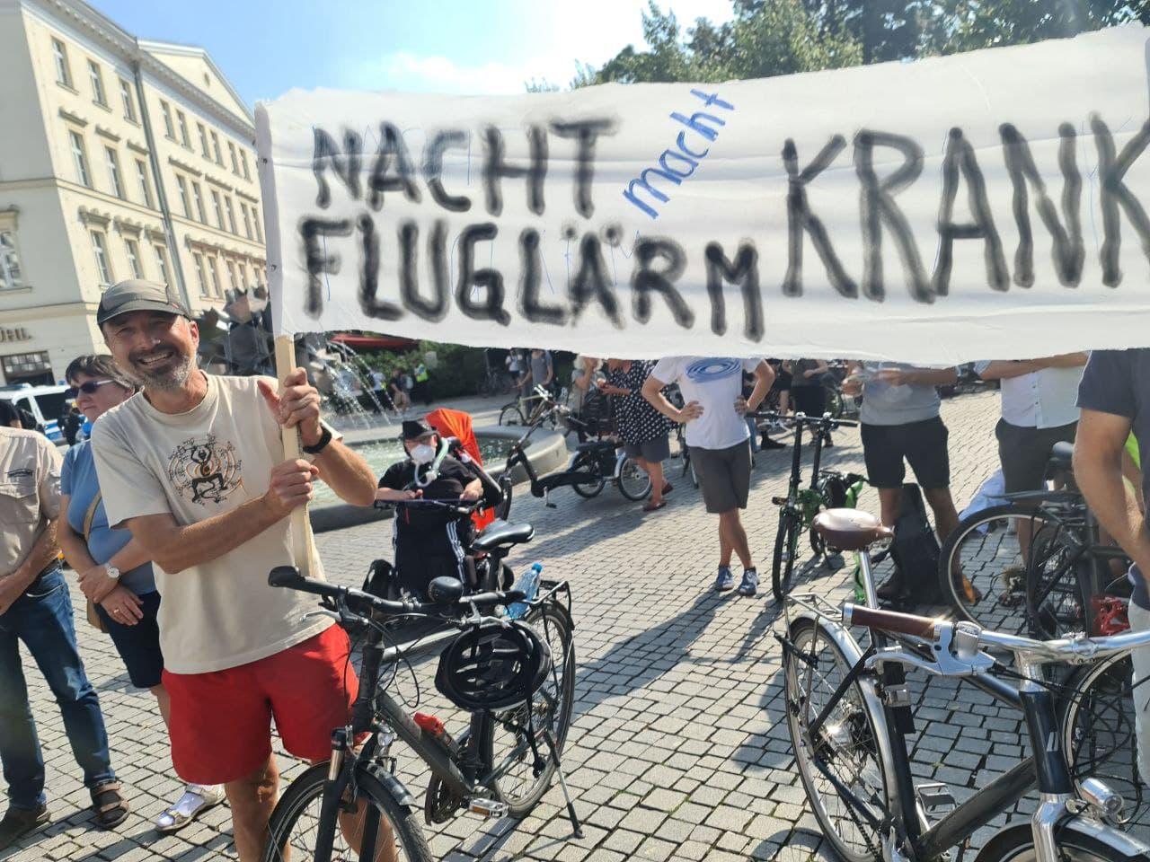 Demo gegebn den Flughafenausbau am 16. Juli. Foto: LZ