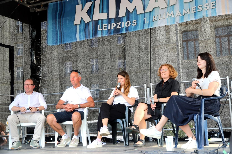 Debattenrunden, Interviews und Musik auf der 1. KlimaFair am 10. Juli 2021. Hier ua. mit René Hobusch (FDP), Jens Lehmann (CDU), Luisa Neubauer (FFF), Nina Treu (Linke) und Marie Müser (B90/Grüne). Foto: LZ