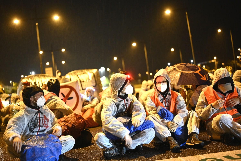 Die Blockade einer Zufahrtsstraße zum Flughafen am 9. Juli. Foto: Tim Wagner