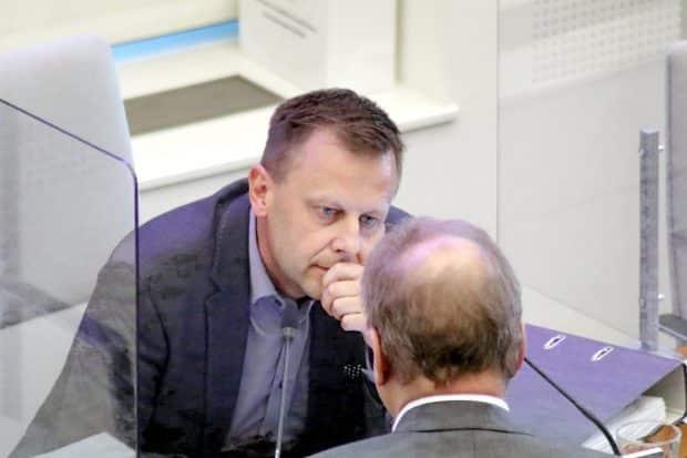 Führte am 22. Juli für den Urlauber Burkhard Jung durch die Sitzung: Finanzbürgermeister Torsten Bonew. Foto: LZ