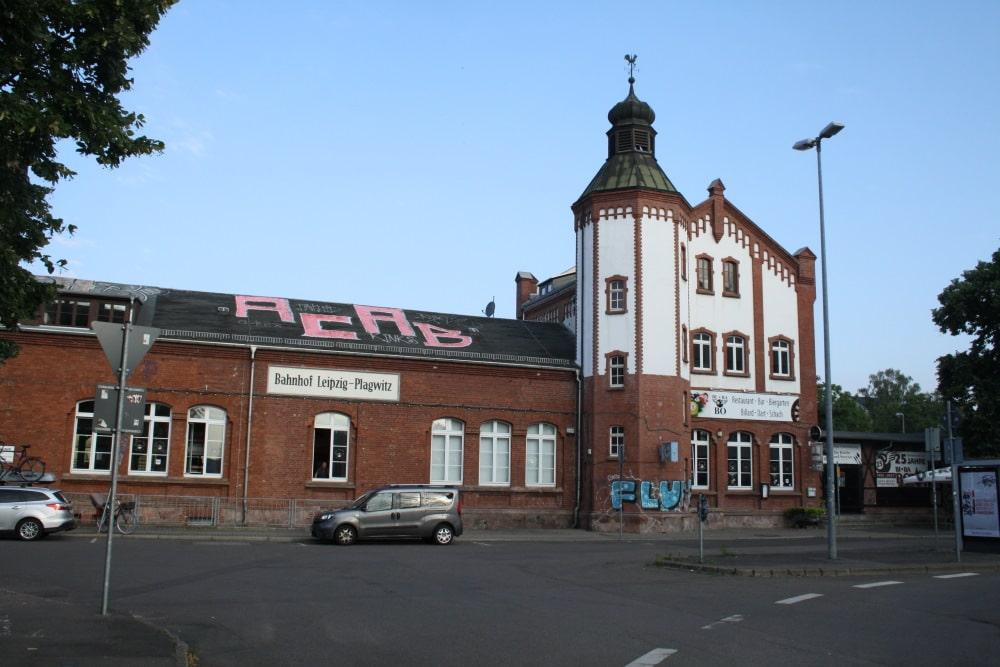 Der inkriminierte Schriftzug auf dem Dach des Bahnhofs Plagwitz. Foto: Ralf Julke