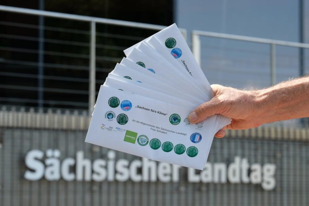 Briefe für die sächsischen Landtagsabgeordneten. Foto: Louise Hummel-Schröter
