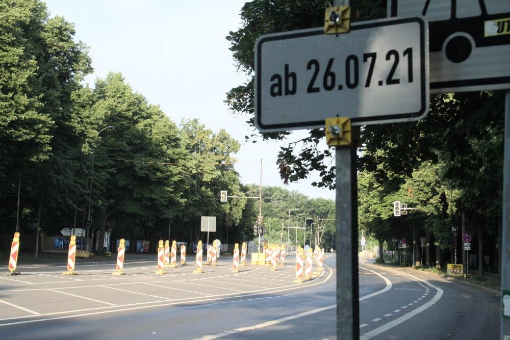 Weiträumige Absperrungen an der Baufläche Hans-Driesch-Straße. Foto: Ralf Julke