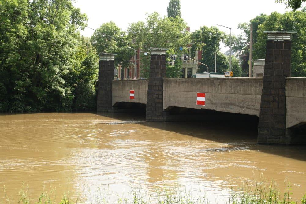 Die Klingerbrücke während des Hochwassers 2013. Foto: Ralf Julke