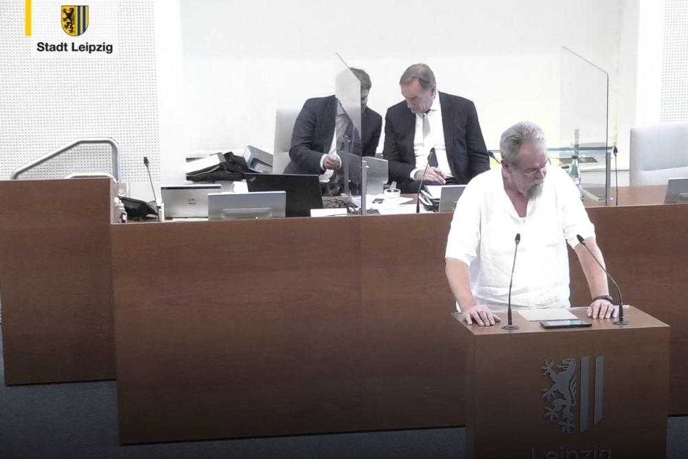 Thomas Köhler beim Einbringen des Freibeuter-Antrags. Foto: Videostream, Screenshot LZ