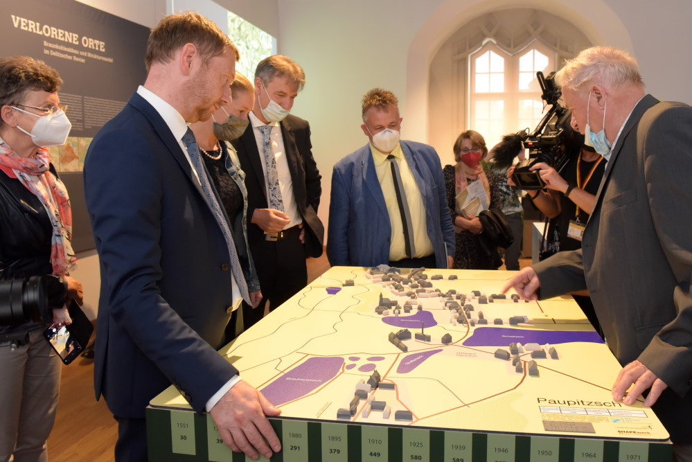 """Ausstellungseröffnung """"Verlorene Orte"""" mit Ministerpräsident Michael Kretschmer, Landrat Henry Graichen und Gästen. Foto: LRA Nordsachsen/Bley"""