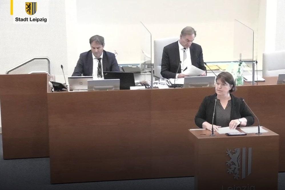 Marianne Küng-Vildebrand bei Einbringung des Linkle-Antrags. Foto: Videostream, Screenshot LZ