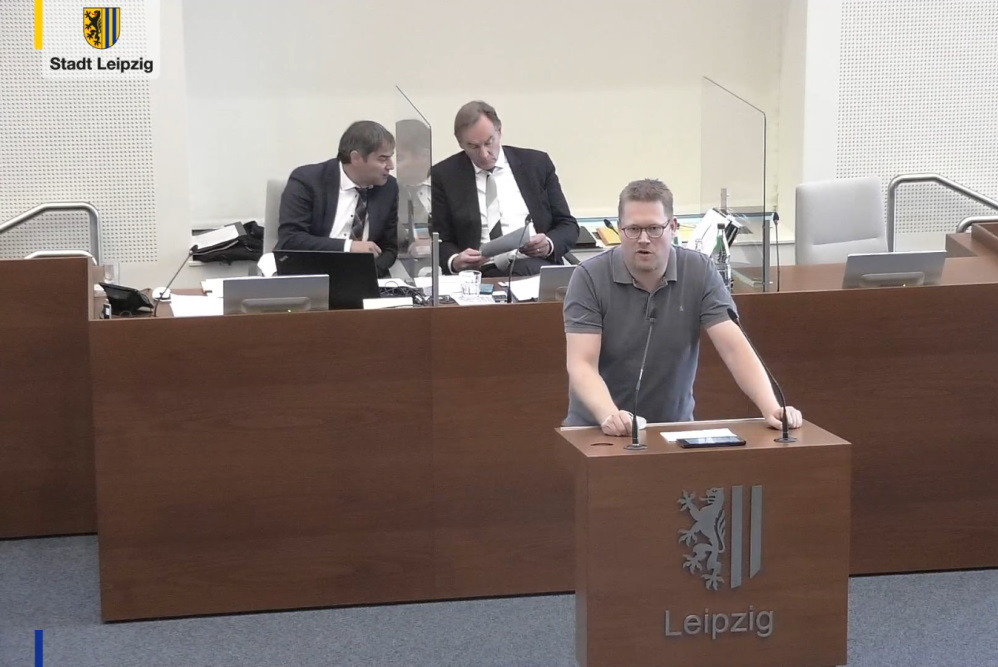Sascha Matzke bei Einbringung des Freibeuter-Antrags. Foto: Videostream, Screenshot LZ