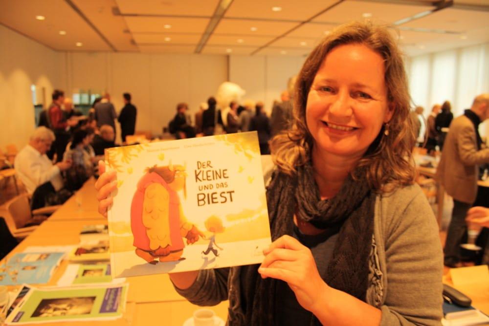 Monika Osberghaus mit einem Spitzentitel aus dem Verlag: