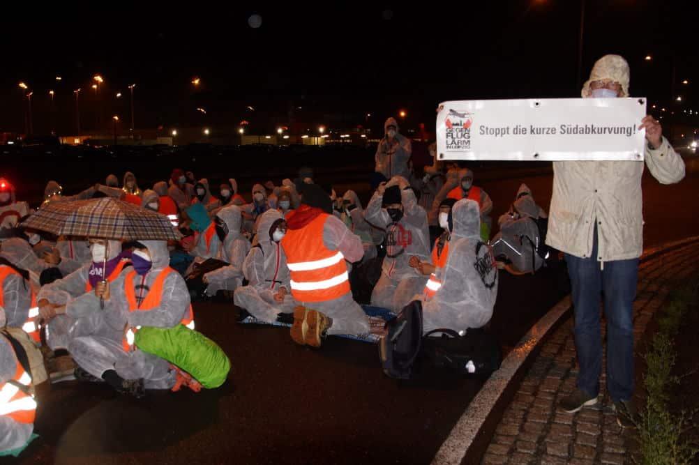 """Auch die Bürgerinitiativen gegen den Fluglärm beteiligten sich am Protest. Foto: BI """"Gegen die neue Flugroute"""""""