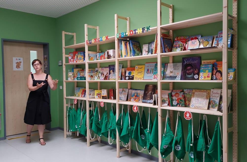 Katharina Subat stellt die Rucksack Bibliothek vor. Foto: LZ