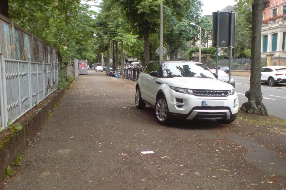 Gehwegparken in der Erich-Zeigner-Allee. Foto: privat