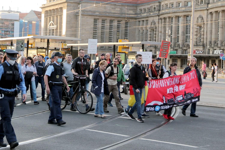 """Die """"Bürgerbewegung"""" - seit Monaten mit Rechtsextremen zusammen unterwegs. Foto: LZ"""