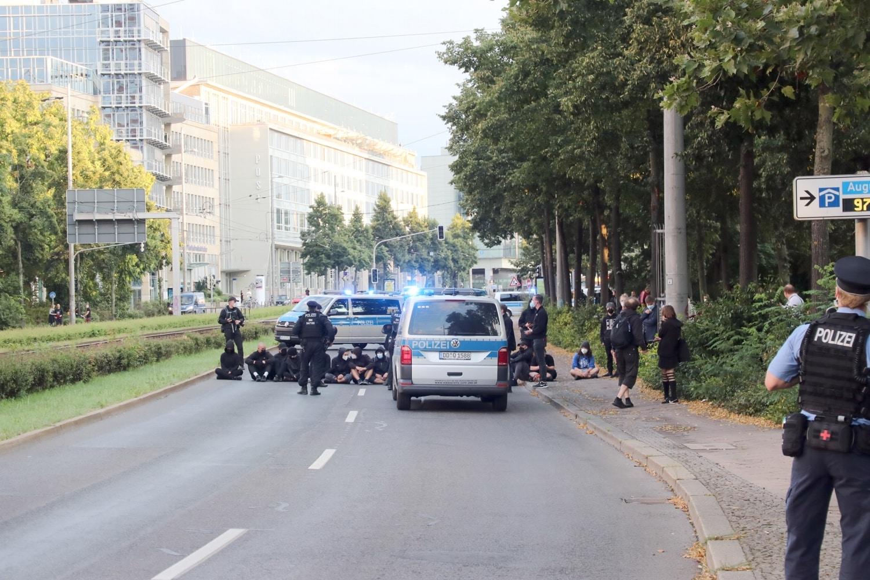 Die Blockade Nummer 2 auf dem Ring Richtung Gewandhaus. Foto: LZ