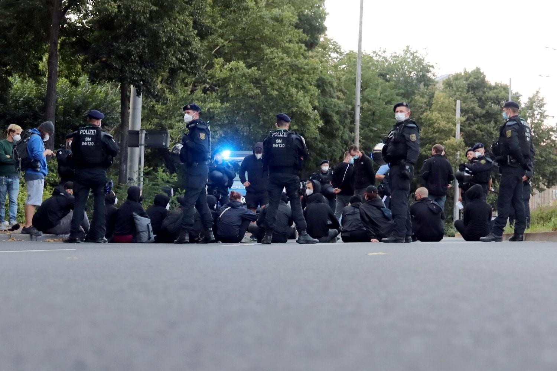 Eine Blockade -als Versammlung angemeldet - zwischen Hauptbahnhof und Gewandhaus auf dem Ring. Foto: LZ