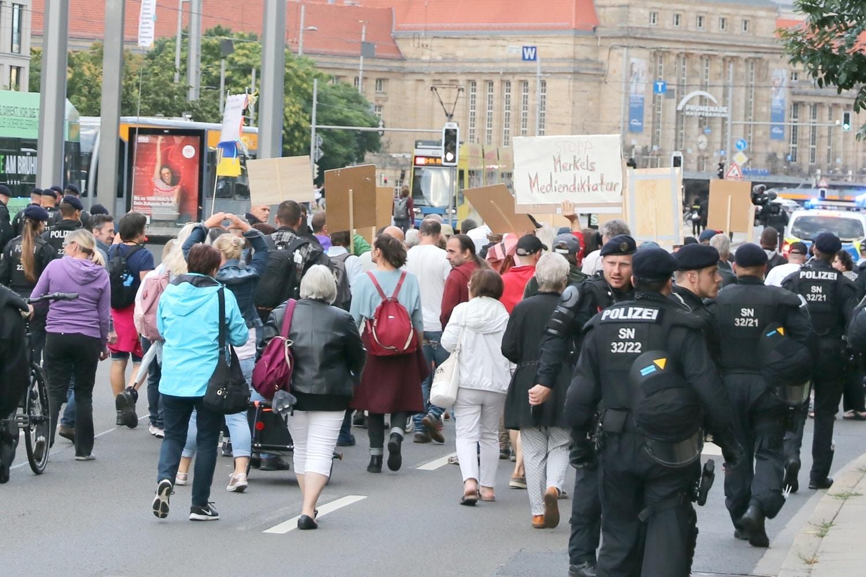 """""""Merkelmedien, Merkelland, Merkeldiktatur"""": Was machen diese Menschen nach dem 26.9.2021? Foto: LZ"""