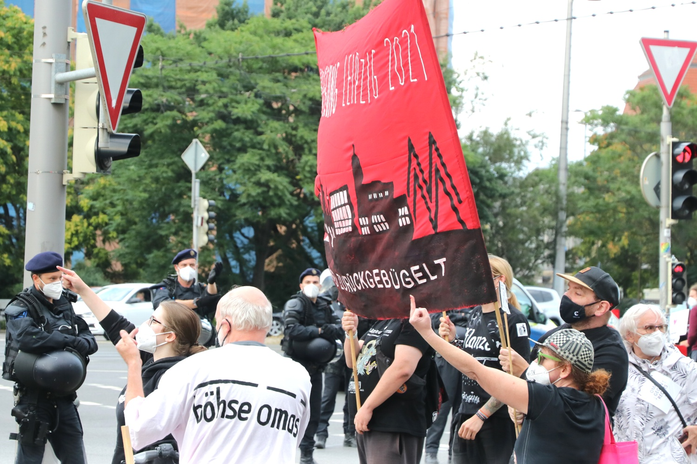 """Der Gegenprotest """"spiegelte"""" die flachen Parolen der """"Bügelbewegung"""". Foto: LZ"""