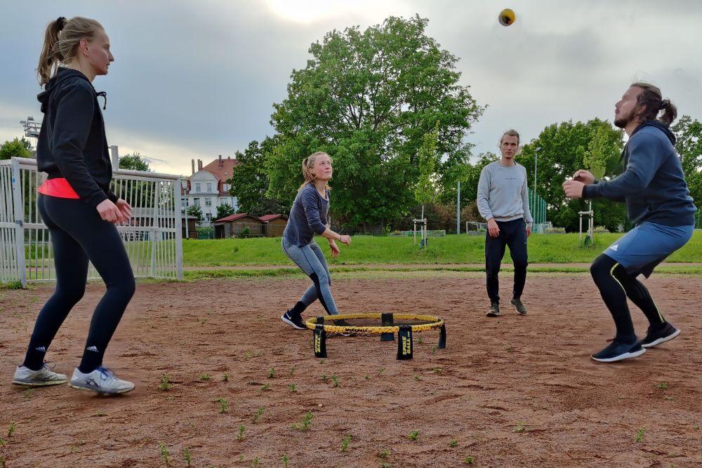 Roundnet-Training auf dem Charlottenhof des SV Lindenau 1848. Foto: Levke Boye