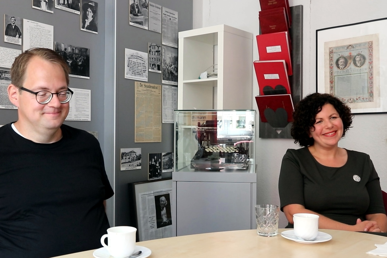 Sören Pellmann (Linke) und Fraktionschefin Amira Mohamed Ali (Linke, MdB) am 12. August im Karl-Liebknecht-Haus. Foto: LZ