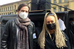 Rechtsanwalt Jürgen Kasek (Grüne) und Irena Rudolph-Kokot (SPD) bei einer anderen Demo. Foto: LZ