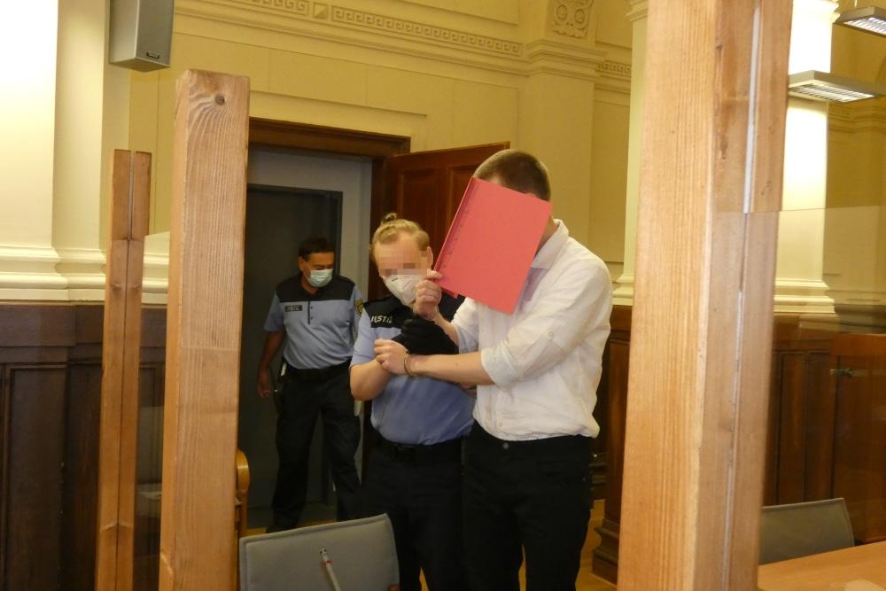 Ekkehart J. (31) beim Prozessauftakt im Landgericht. Foto: Lucas Böhme