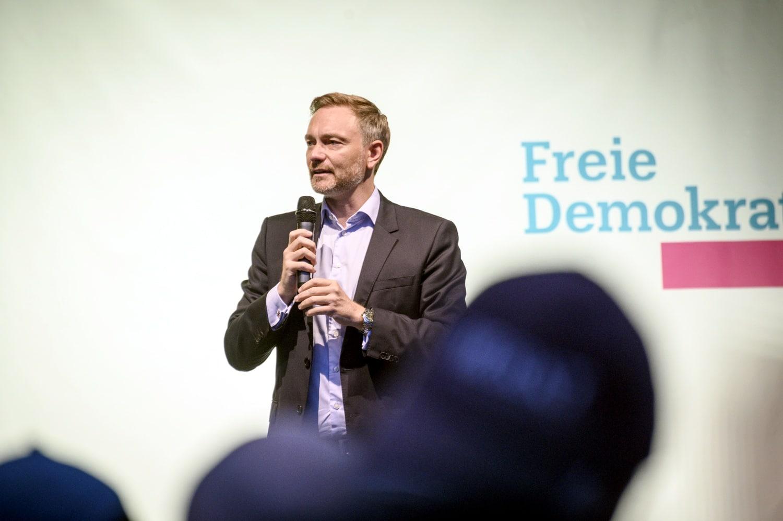 Lässt er sich im Bund mit den Grünen ein? FDP- Spitzenkandidat Christian Lindner beim Wahlkampf in Leipzig. Foto: Tim Wagner