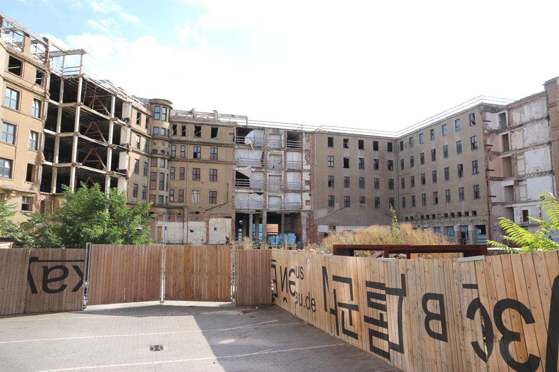 August 2021: Seit einem Jahr ruht die Baustelle von Investor Investment. Foto: LZ