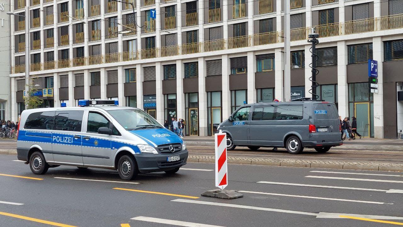 Kamerawagen der Polizei werden wohl die gesamte Demo abfilmen. Foto: LZ