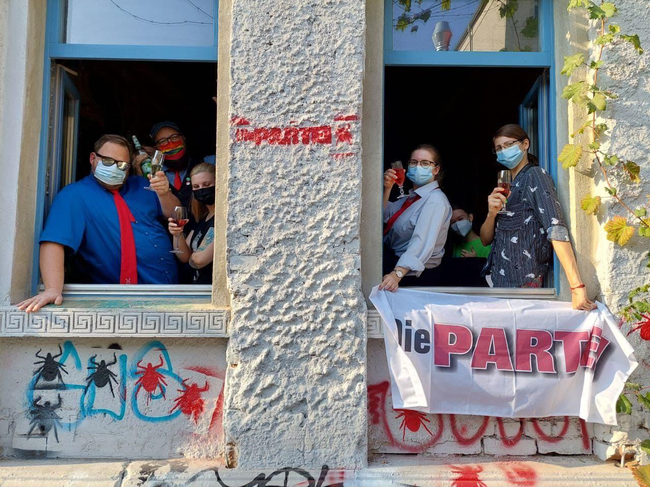 Die PARTEI feiert Machtübernahme. Foto: LZ
