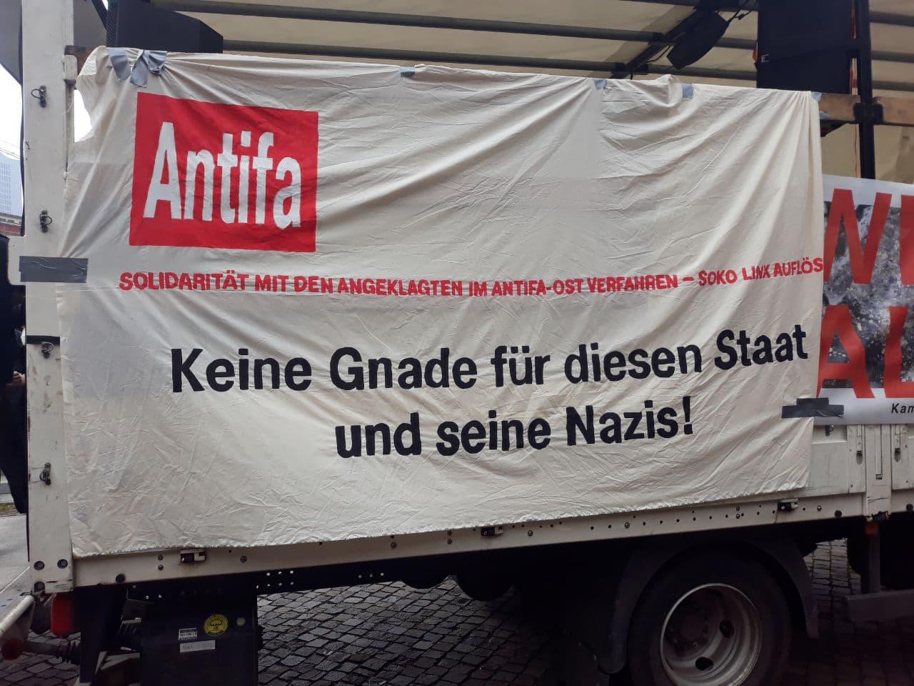"""Der Demowagen der """"Wir sind alle LinX""""-Demo. Foto: LZ"""