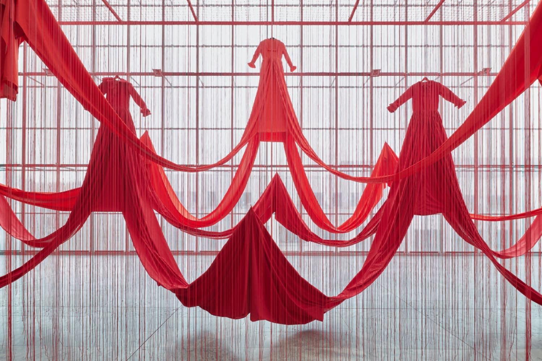 Chiharu Shiota, Internal Line, 2019, Installationsansicht MdbK 2021, © VG Bild-Kunst Bonn, 2021, und Künstlerin, Foto: PUNCTUM/A. Schmidt