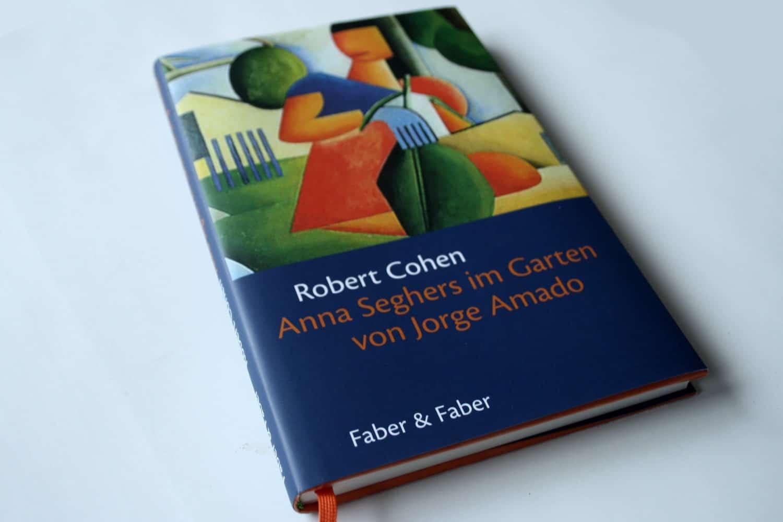 Robert Cohen: Anna Seghers im Garten von Jorge Amado. Foto: Ralf Julke