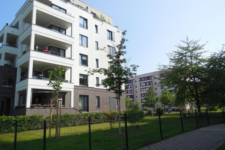 Neben umfangreichen Sanierungsmaßnahmen, sind auch Neubauvorhaben sichtbare Zeichen einer Aufwertung und Diversifizierung des Wohngebiets. Die sechsgeschossigen Terrassenhäuser wurden bspw. 2015 fertiggestellt. Foto: Sigrun Kabisch