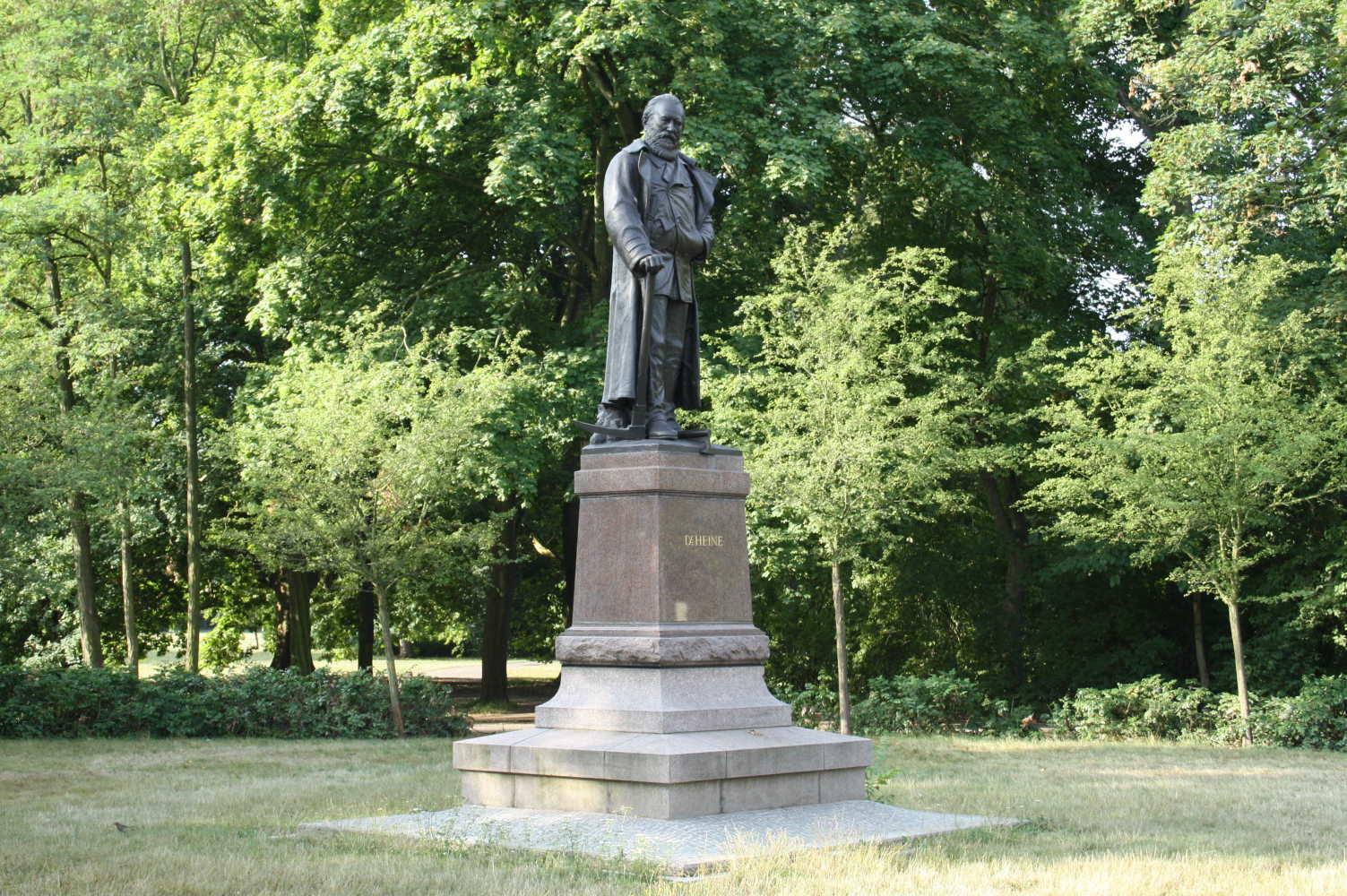 Carl-Heine-Denkmal am Beginn der Karl-Heine-Straße. Foto: Ralf Julke