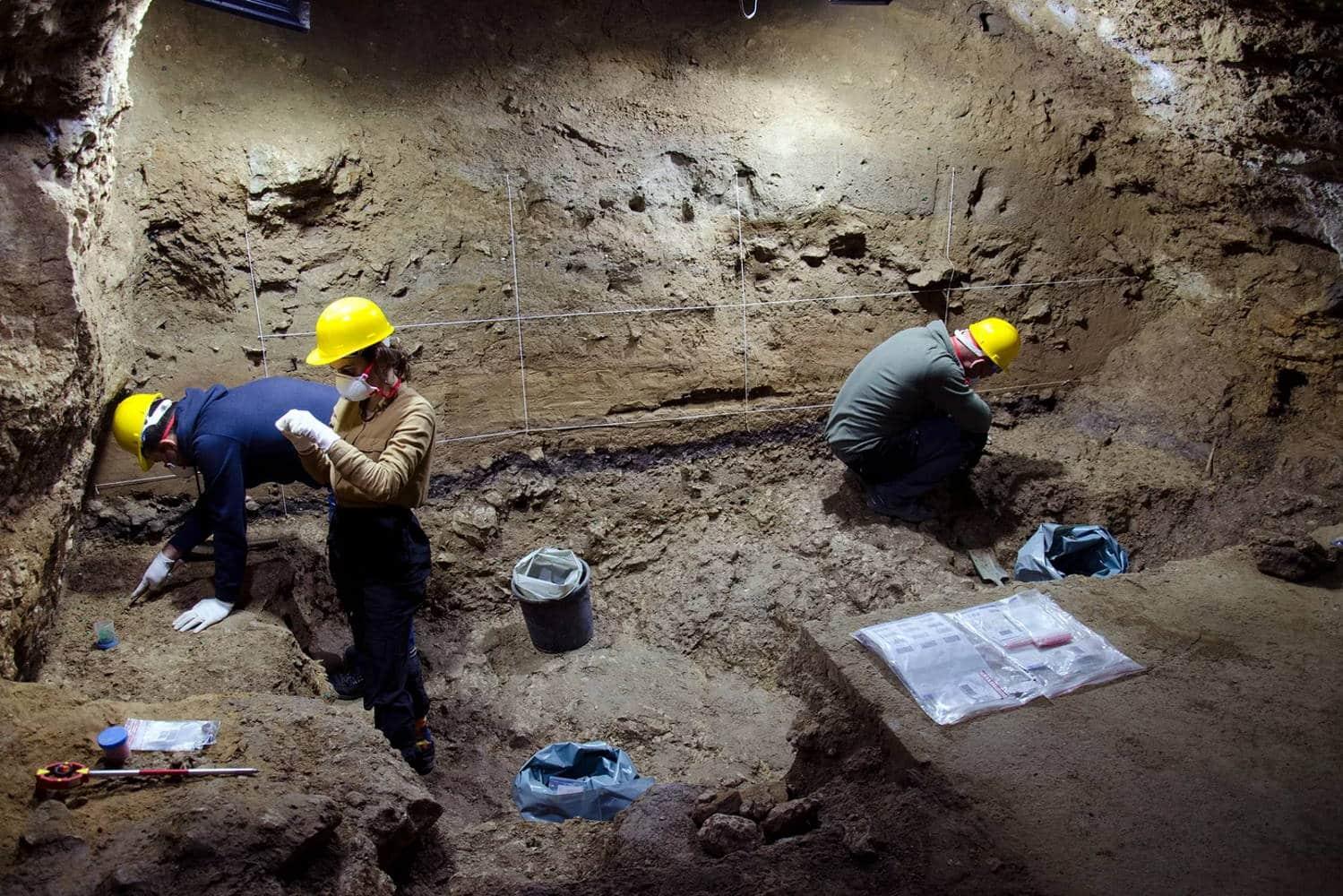 Ausgrabungsarbeiten in der Bacho-Kiro-Höhle in der Saison 2021. Foto: MPI-EVA/ Tsenka Tsanova