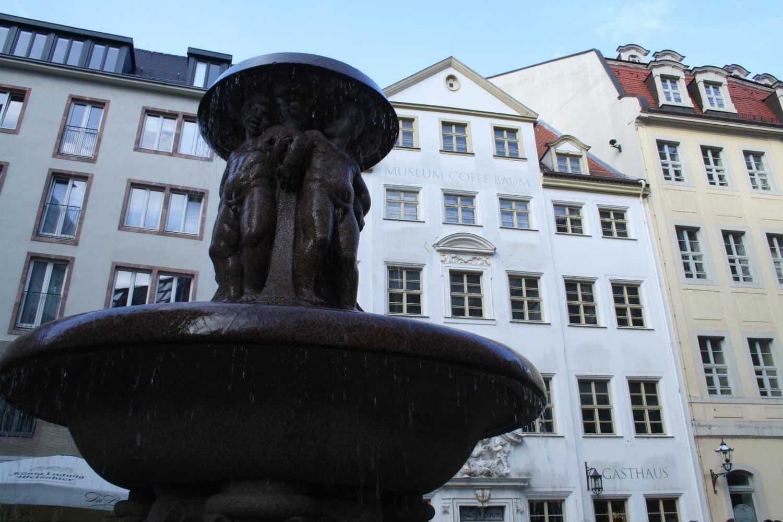 Das Haus Zum Arabischen Coffe Baum mit Lipsia-Brunnen. Foto:; Ralf Julke