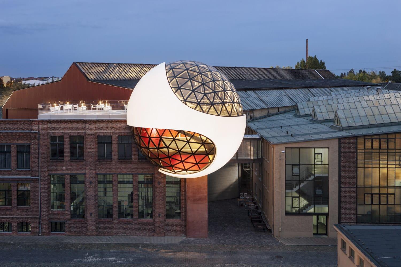 Die Oscar Niemeyer Sphere in Plagwitz. Foto: Margret Hoppe / Sebastian Stumpf
