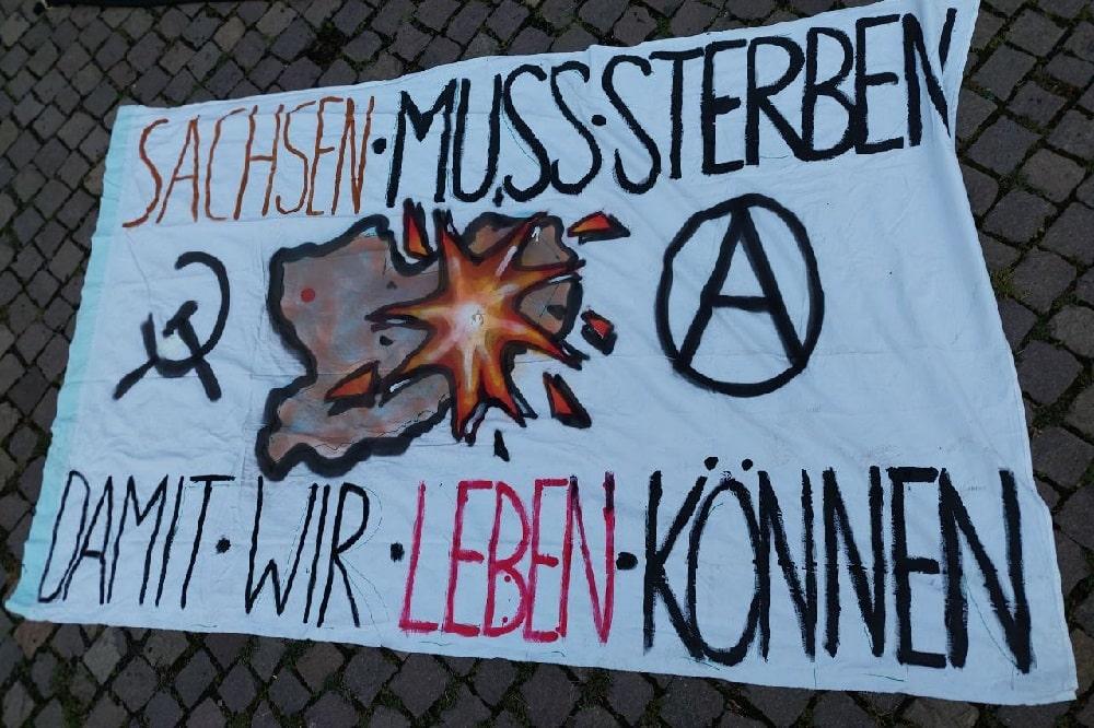 Antifaschisten demonstrieren wegen der AfD-Ergebnisse bei der Bundestagswahl am 27. September 2021 in Sachsen. Foto: LZ